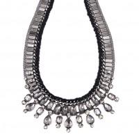 Výrazný náhrdelník ve stříbrné barvě
