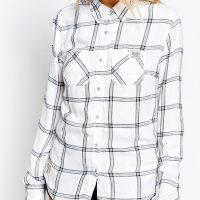 Bílá kostkovaná košile