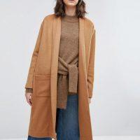 Kabát ve velbloudí barvě