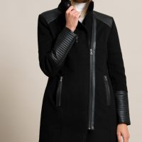Kabát s koženkovými aplikacemi