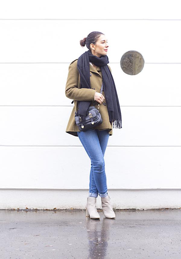 khaki_outfit_1