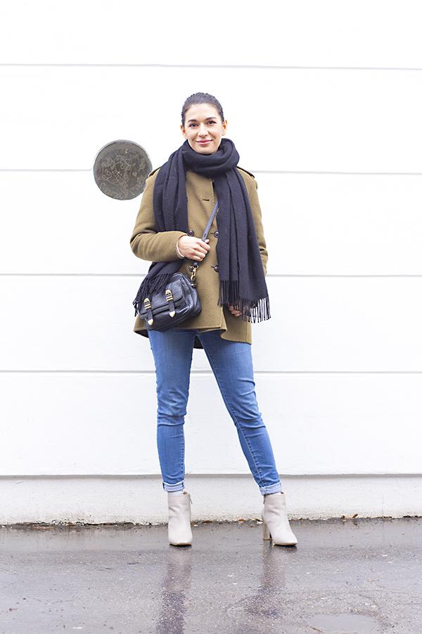 khaki_outfit_2