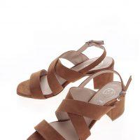 Hnědé sandálky v semišové úpravě na podpatku