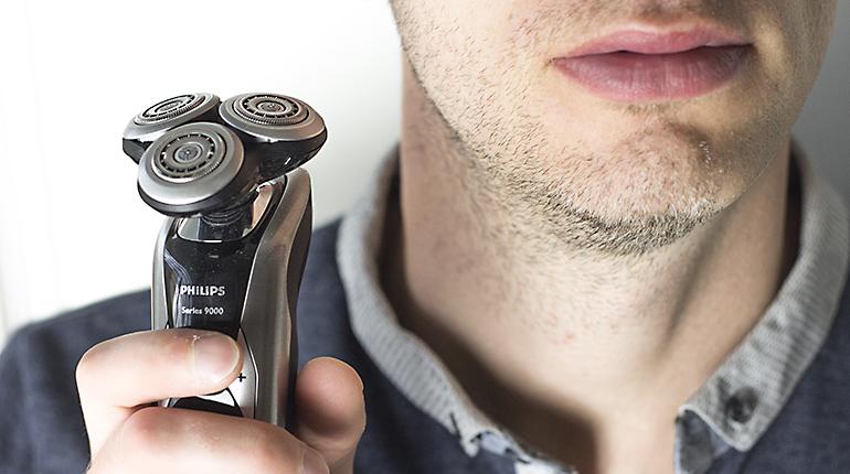 Můj muž testuje: Holicí strojek Philips Shaver Series 9000