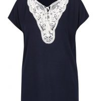 Tmavě modré tričko s krajkou v dekoltu