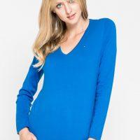 Modrý svetr s výstřihem do V