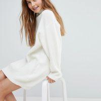 Svetrové bílé šaty