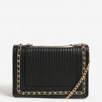 Černá crossbody kabelka s detaily ve zlaté barvě