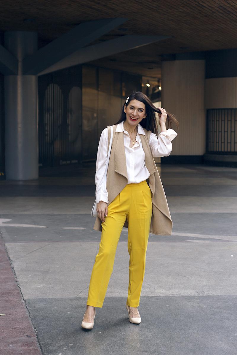 jak nosit zlute kalhoty